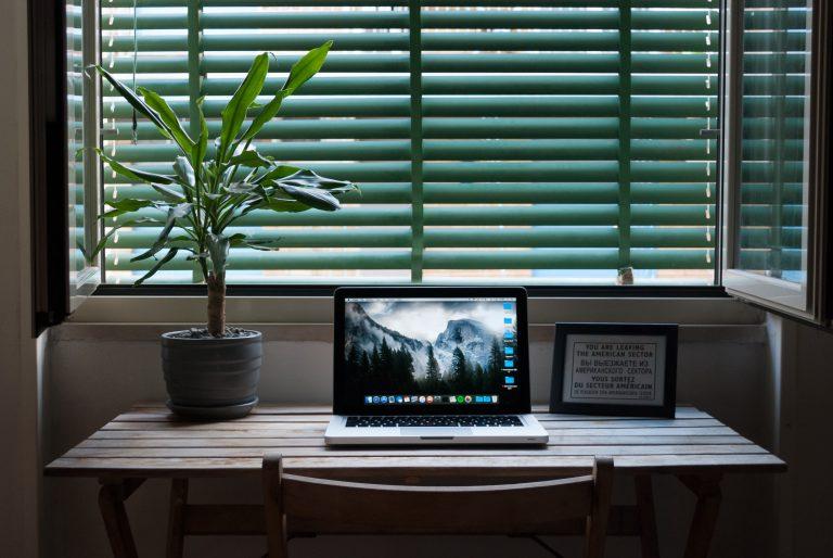 Domácí pracovna: Jak vybrat kvalitní PC stůl?